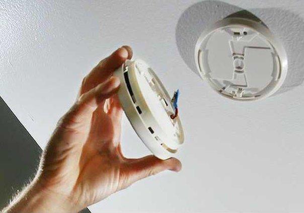 Smoke-alarm-inspection