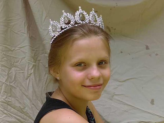 Jr.-Miss-McMinnville-North-America-Alibeth-Steakley-uncropped-WEB