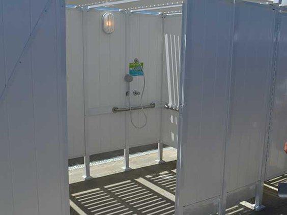 Bonnaroo - showerWEB