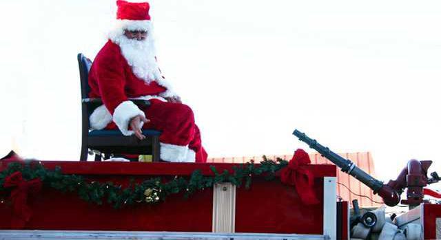 Santa w L.JPG