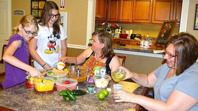 salsa-making-group