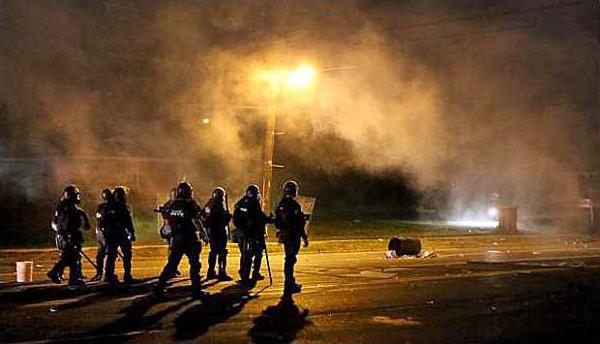 st-louis-police-tear-gas-riots-600