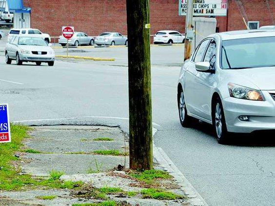 sidewalk pole issues1