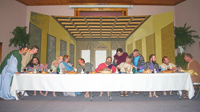 living last supper- da vinci pose.jpg