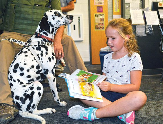 Morrison students read to dogs2.jpg