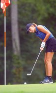 Lauren Slatton putts.jpg