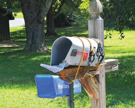 Mailbox damange - bungees.jpg