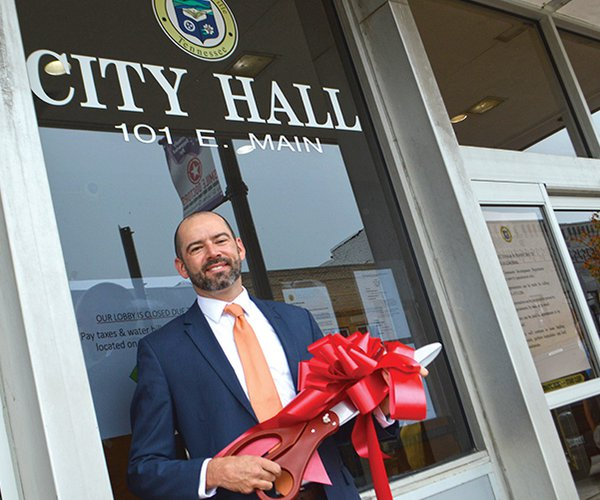 city hall ribbon cutting - Ben.jpg