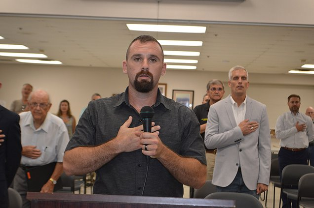 Jones leads county pledge1.jpg