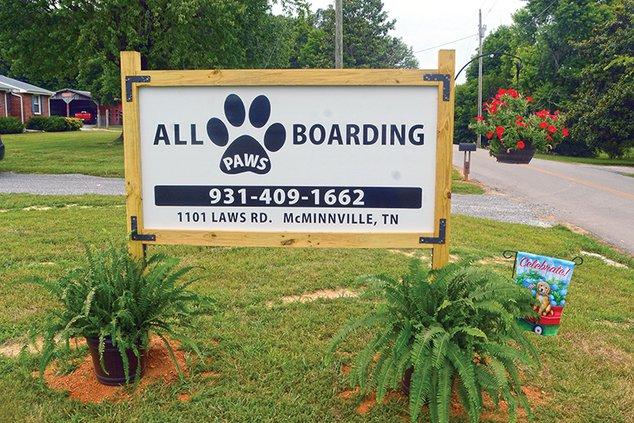 Dog kennel - sign.jpg